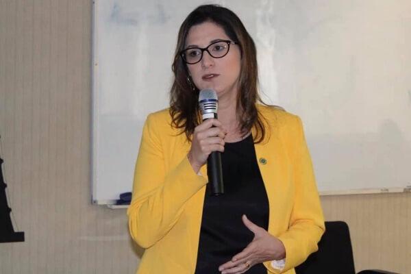 Cristiane Britto defende pacto nacional para inserção das mulheres na política