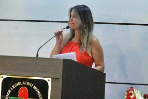 Cristina Sousa garante reforma dos abrigos de ônibus em São José (SC)