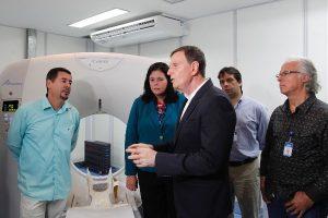 Crivella inaugura tomógrafo do hospital Ronaldo Gazolla