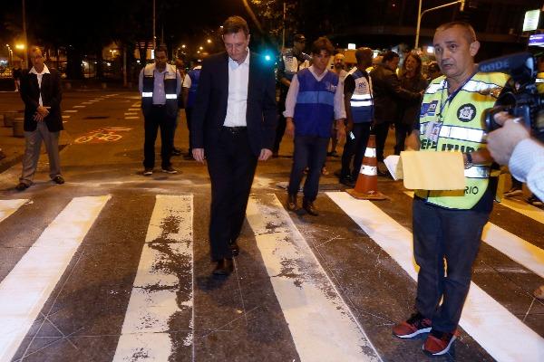 Crivella inicia restauração de sinalização horizontal em toda a cidade