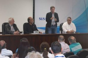 Crivella visita Hospital Souza Aguiar para ouvir servidores antes da posse