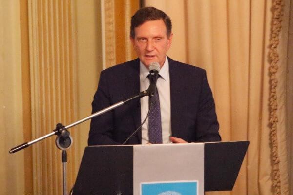 Crivella dá posse a 181 novos servidores da educação e saúde