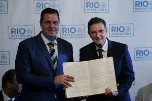 Crivella dá posse a novos secretários de ordem pública e transportes
