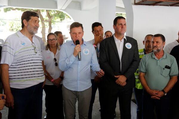 Crivella acompanha duas ações de órgãos da prefeitura na Zona Oeste