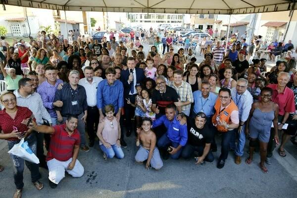 Crivella entrega RGIs e realiza o sonho da casa própria para 434 famílias