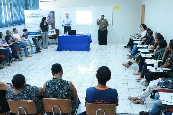 Curo de Lideranças Femininas da FRB atende comunidade surda no DF