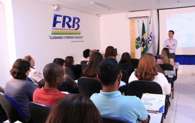 curso-politica-frb-alunos-idiomas-brasilia-leonardo-barreto-prb-foto-carlos-gonzaga-24-06-15-02