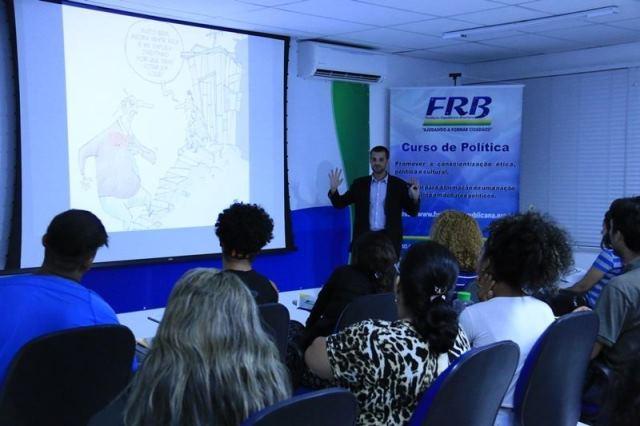 curso-politica-novas-turmas-idiomas-frb-foto-carlos-gonzaga-02-10-15-03