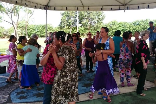 Idosos se divertem no 1º Baile da Terceira Idade no Riacho Fundo II, DF
