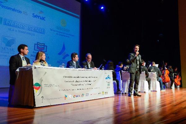 Prefeito Daniel Guerra participa de Seminário de Aprendizagem Profissional