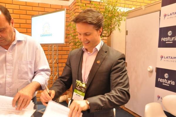 Daniel Guerra assina protocolo para formalizar criação do roteiro Caminhos de Caravaggio
