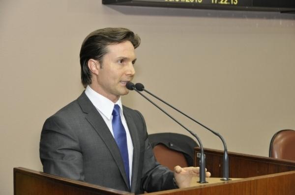 Projeto de Daniel Guerra sobre amamentação é aprovado por unanimidade