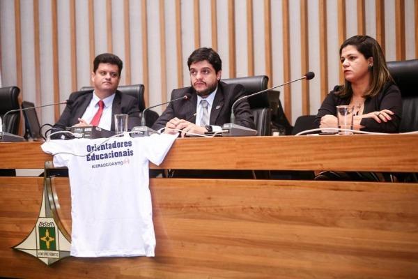 Delmasso comemora nomeação de 412 orientadores educacionais no DF