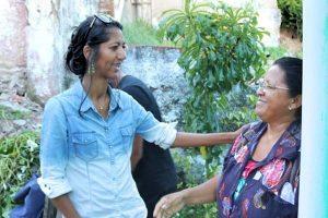 Denise Almeida atende demandas da população de Olinda