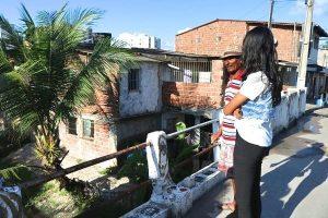 Denise Almeida atende demandas de comunidades em Olinda