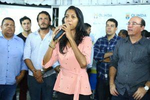 Denise Almeida acompanha entrega da pavimentação de ruas em Olinda