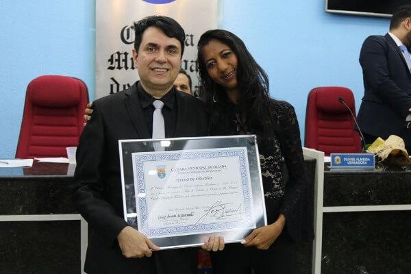 Denise Almeida homenageia professor com Título de Cidadão Olindense