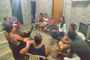 Denise Almeida participa de reunião com moradores de Peixinhos em Olinda