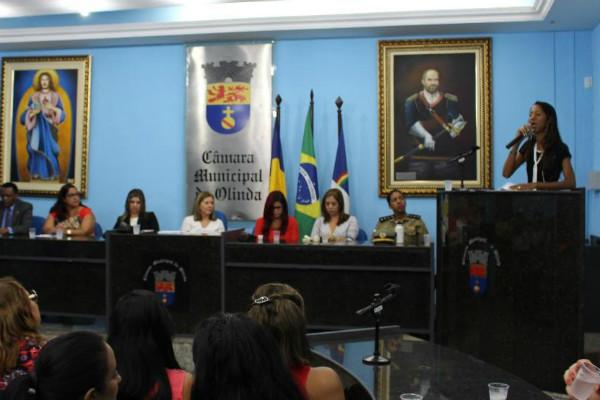 Denise Almeida debate políticas públicas para as mulheres em audiência em Olinda (PE)