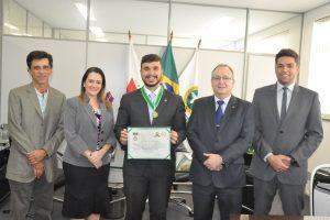 Léo Portela é agraciado com a Medalha de Honra da Defensoria Pública de Minas