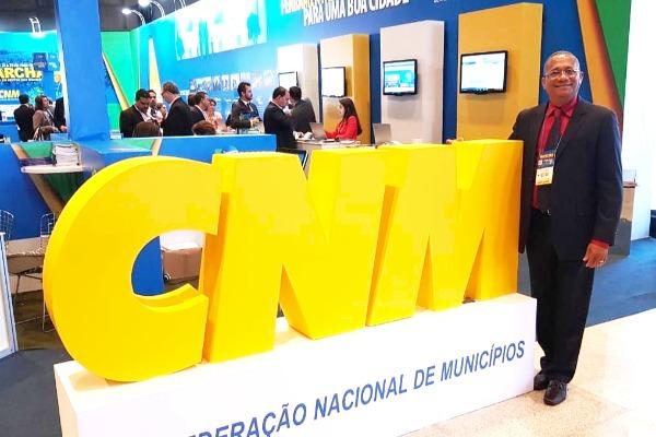 Pré-candidato a deputado federal, Dilton Carvalho participa da XXI Marcha dos Municípios