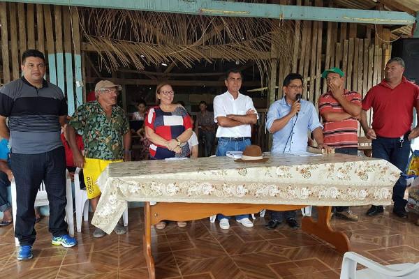 doutora-juliana-manuel-marcos-prb-visitam-pescadores-de-porto-acre-foto-cedida-11-04-17-01