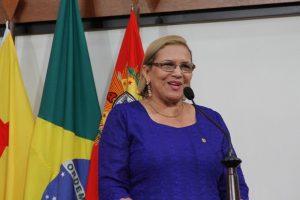 Doutora Juliana quer aviso prévio da cobrança de couvert artístico no Acre