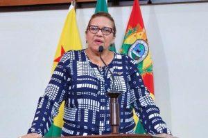 Doutora Juliana repudia aumento de tarifa em estacionamento de shopping no Acre