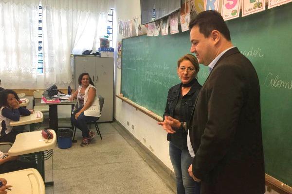 Vice-prefeito Dr. Márcio Oliveira visita escolas em Arujá (SP)
