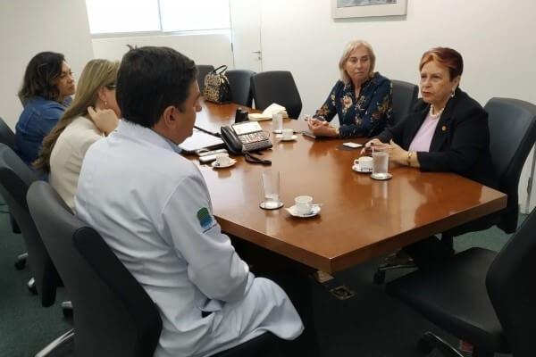 Edna Macedo visita Instituto do Câncer em SP