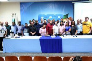 Presidente Eduardo Lopes traça ações políticas com presidentes municipais