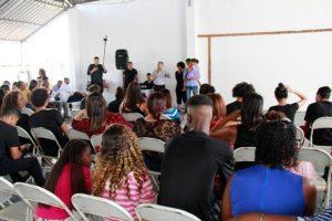 Grupos de dança fazem apresentação para o senador Eduardo Lopes