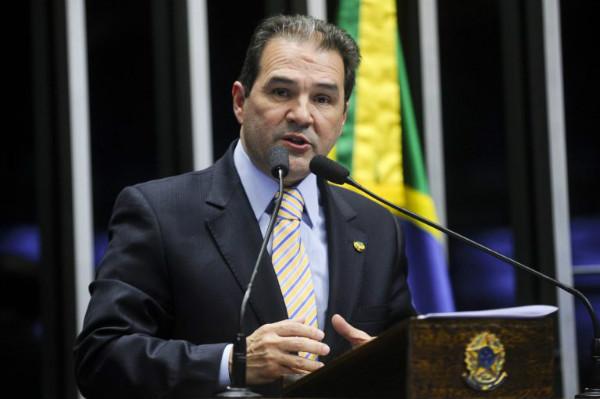 Senador Eduardo Lopes defende voto favorável à continuação do processo de impeachment