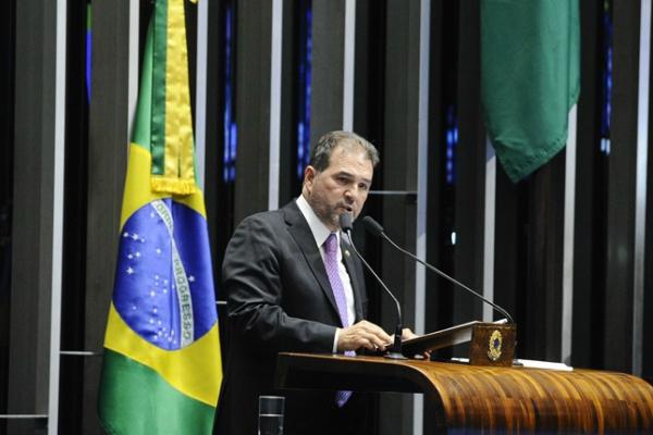 Intervenção federal no RJ é aprovada no Senado com relatório de Eduardo Lopes