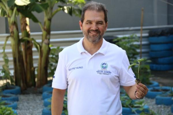 """Secretário Eduardo Lopes prestigia lançamento do """"Mãos à Horta"""" em Mesquita (RJ)"""