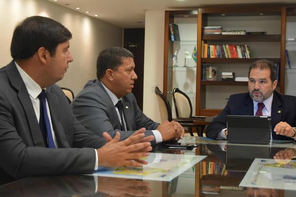 Senador Eduardo Lopes propõe parceria para levar crescimento aos municípios