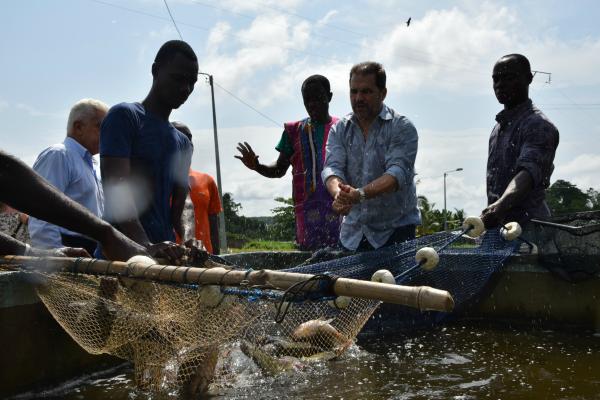 Eduardo Lopes realiza ação humanitária na Costa do Marfim