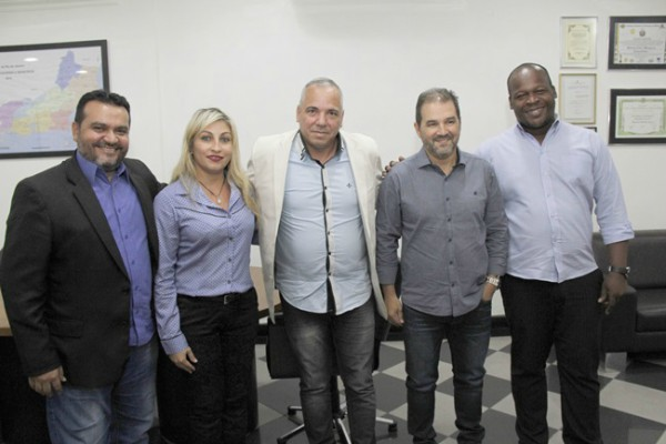 Eduardo Lopes recebe pedido de ajuda para o município de Maricá