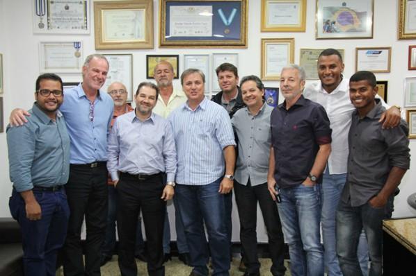 Eduardo Lopes recebe representantes políticos de Búzios