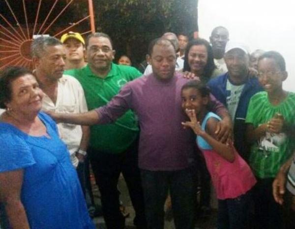 Eli Ribeiro recebe demandas da população de Feira IX