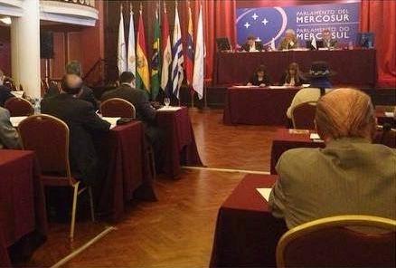 em-reuniao-do-parlasul-george-hilton-defende-integracao-regional-entre-paises-membros-foto-divulgacao-10-11-2014-02