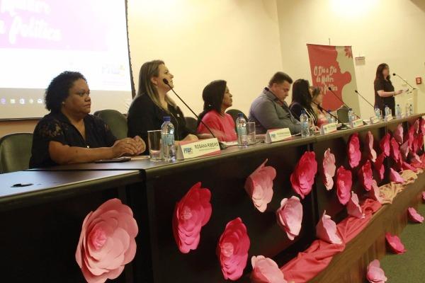 """""""O Dia a Dia da Mulher na Política"""" foi tema do encontro do PRB Mulher Santa Catarina"""