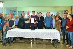 Erick Musso participa da assinatura para a regularização fundiária em Iúna (ES)