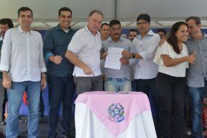 Erick Musso participa da assinatura para construção de escola infantil em Ibiraçu