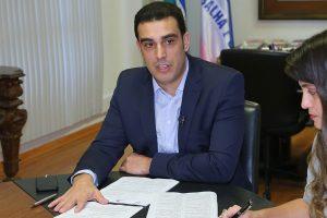 Erick Musso assina ato sobre a conduta da Assembleia do ES durante as eleições