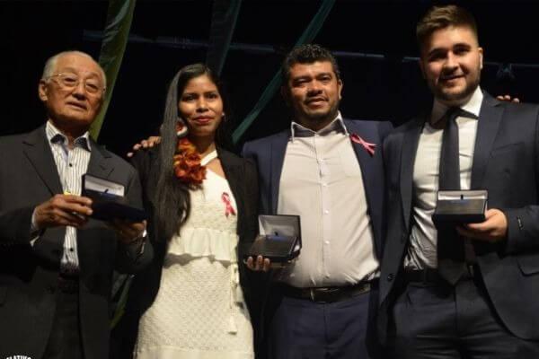 Érika Negarottê recebe homenagem no Congresso de Vereadores de MT