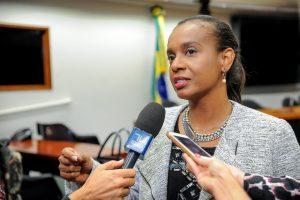 """""""Estarei sempre inclinada à defesa dos direitos da criança"""", defende Tia Eron"""