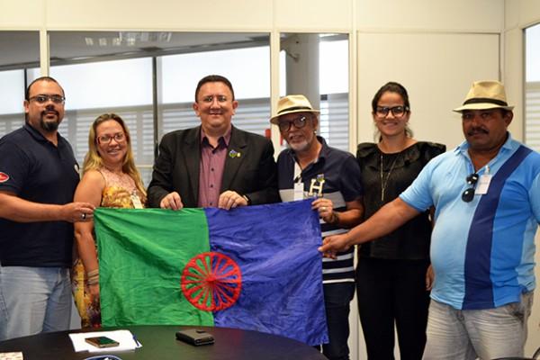 Euler Barbosa se reúne com membros da Associação de Preservação da Cultura Cigana