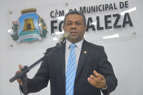 Projeto do vereador Evaldo Costa cria banco de emprego para jovens em Fortaleza