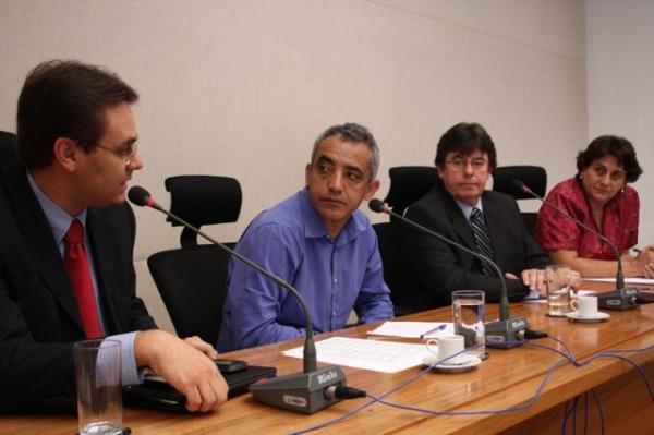 evandro-garla-prb-df-discute-mobilidade-urbana-em-debate-sobre-copa-do-mundo-02-05-2012